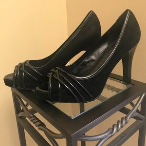 Black high heels peep toe